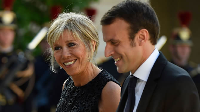 cameroon france brigitte macron comment vit elle sa diff rence d 39 ge avec emmanuel macron. Black Bedroom Furniture Sets. Home Design Ideas