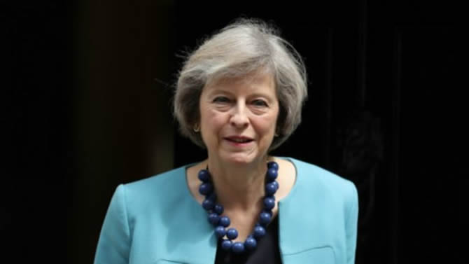 Theresa May accuse la Russie de semer la discorde en Occident